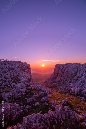 Fotobehang Aubergine Puesta de sol de Mirador Sierra Gorda