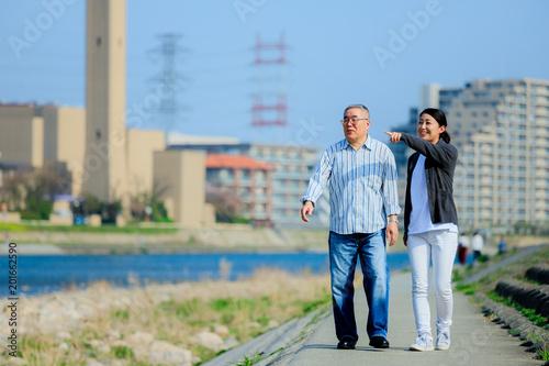 Foto Murales 中高年男性と介護