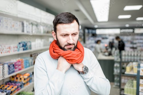 Foto Murales Man looking for medicaments in the pharmacy store