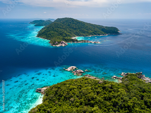 Aluminium Tropical strand Aerial view of beautiful jungle covered tropical islands with coral reefs (Similan Islands, Thailand)