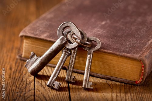 Foto Murales still life with old keys on a book