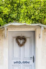 Porte en bois décorée © PicsArt