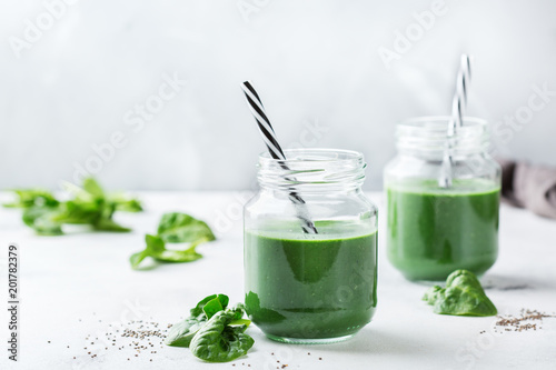 Leinwandbild Motiv Healthy green vegan smoothie with spinach, spirulina and chia seeds