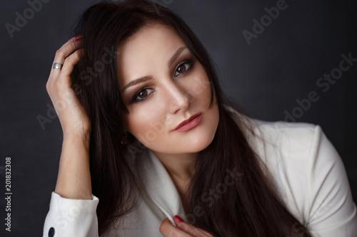 Foto Murales woman portrait in darkness