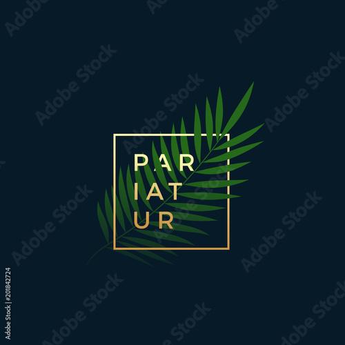 Paproć lub liść palmowy w złotej ramie z nowoczesną typografią. Streszczenie wektor znak, symbol lub Logo szablon. Eleganckie godło lub projekt karty. Na Ciemnym Niebieskim Tle