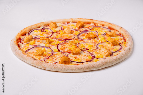 Plexiglas Pizzeria Pizza with chicken, onion and corn isolated on white