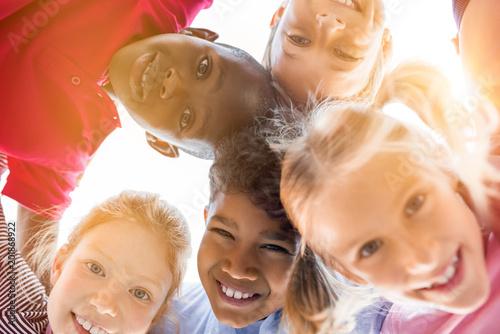 Foto Murales Happy children in circle