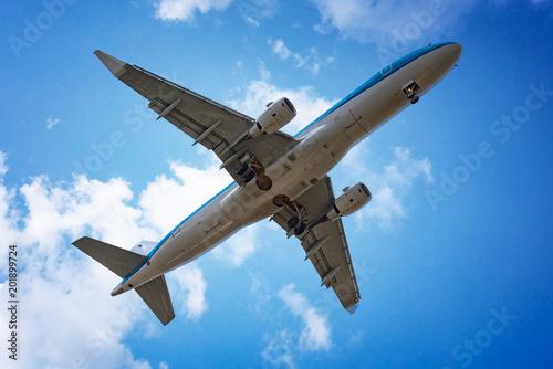 Samolotowy latanie w niebie