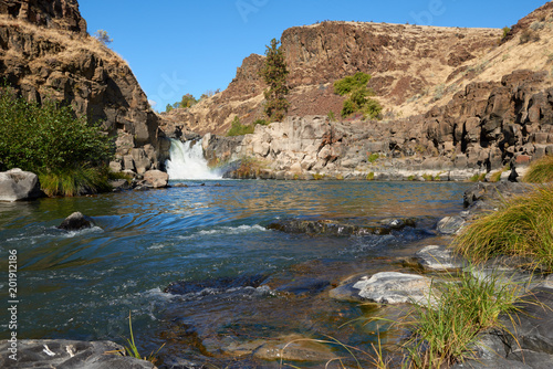 Foto Murales Waterfall at White River in canyon in Eastern Oregon USA Pacific Northwest.