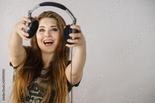 Fotobehang Muziek Teen women holding headphones