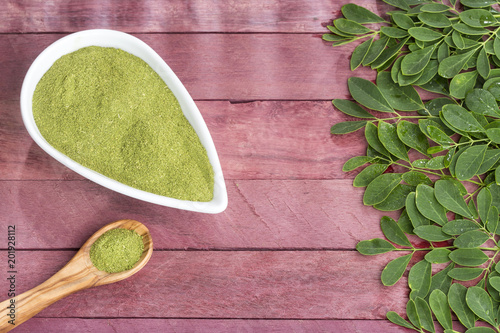 Fresh leaves and moringa powder - Moringa oleifera