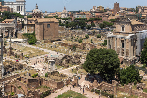 Panoramiczny widok od palatynu wzgórza ruiny Romański forum w mieście Rzym, Włochy