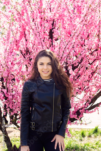 Aluminium Candy roze Beautiful young woman stands in the color of sakura flowers.