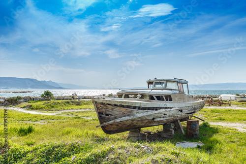 Canvas Schipbreuk An old shipwreck boat