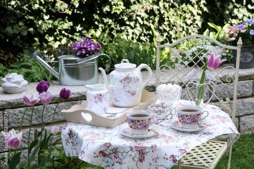 Foto Murales Tischdekoration im Frühlingsgarten
