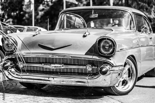 auto deportivo clasico blanco y negro