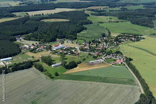 Plexiglas Olijf Neuendorf A, Dorf an der B 109 und Bahnstrecke