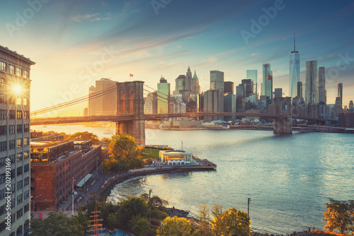 fototapeta na ścianę Retro style New York Manhattan with Brooklyn Bridge and Brooklyn Bridge Park in the front.