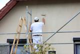 Malowanie wałkiem elewacji budynku. - 202223397