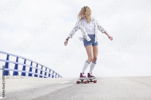 Plexiglas Skateboard girl rider skate board
