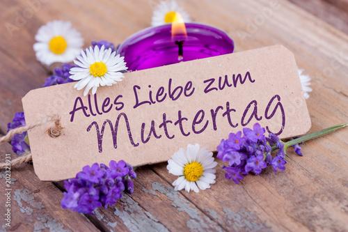 Alles Liebe zum Muttertag  -- Lavendel, Blüten und Kerze auf Holz - 202323931