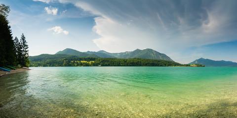 Panorama vom Walchensee mit Herzogstand unter Mammatus Wolken in den Alpen