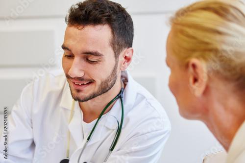Hausarzt in der Sprechstunde