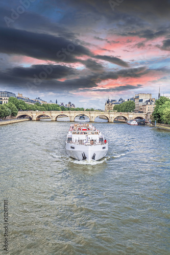 The boat on the Seine