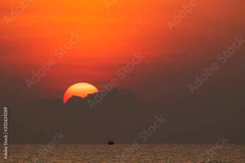 Aluminium Oranje eclat Big bright sun is rising up above the sea with little waves created the beautiful scenic of golden and red atmosphere.