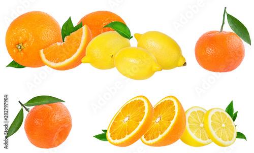 Dojrzała pomarańcze i cytryna odizolowywający na białym tle