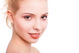attraktive blonde Frau vor weißem Hintergrund