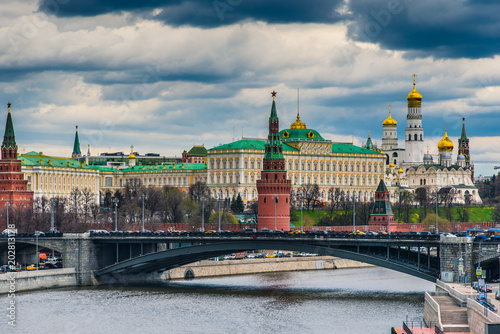 Plexiglas Moskou Moscow Kremlin in the spring and the sky with storm clouds