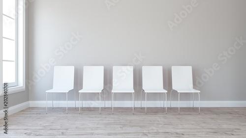 Rząd krzeseł w pustym pokoju