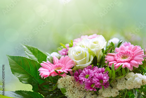 Fridge magnet White roses and pink gerbera bouquet.
