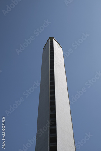 Foto Spatwand Milan Milan, Italy - April 17, 2018 : View of the 'Pirellone' skyscraper