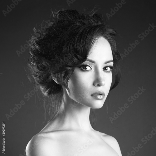 Canvas Women Art Beautiful woman with elegant hairstyle on black background