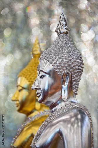 Plexiglas Boeddha Buddha statue of gold and silver in Thailand.