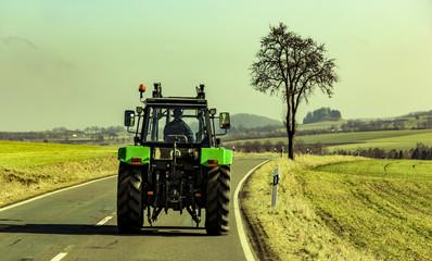 Traktor auf Straße