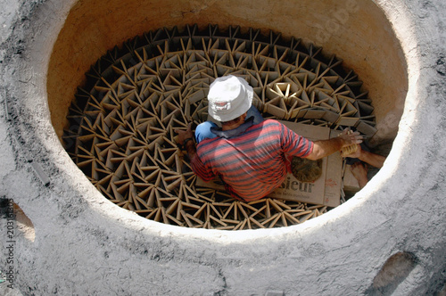 Plexiglas Marokko Artisan prépare sa cuisson, Marrakech, Maroc