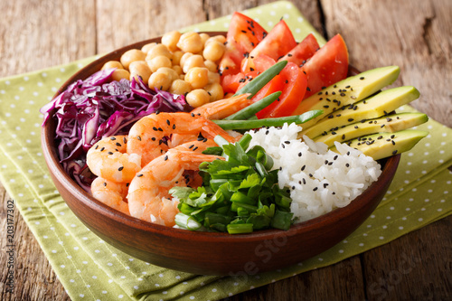 Plexiglas Boeddha Freshly prepared Buddha bowl with prawns, vegetables, chickpeas, rice and greens close-up on the table. horizontal