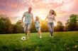 canvas print picture - Familie spielt Fußball