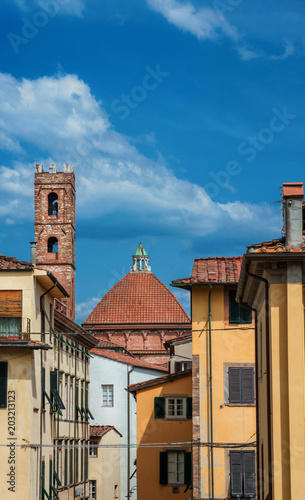 Plexiglas Toscane Lucca historic center with the medieval church of Church of Saints John and Reparata dome and bell tower
