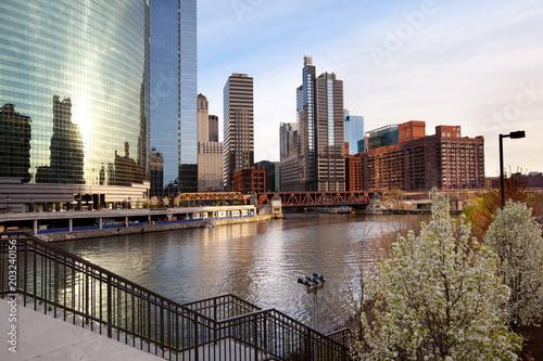 Chicago River and city skyline, Chicago, Illinois, USA © Jose Luis Stephens