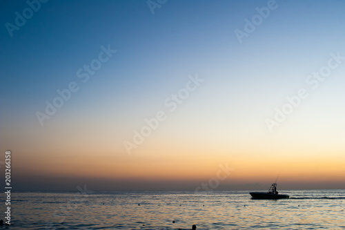 Aluminium Zee zonsondergang From the Beach in Roatan, Honduras