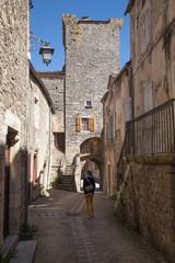 Dans les rues de Sainte Eulalie de Cernon © Hervé Rouveure