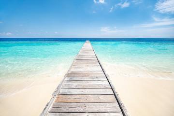 Urlaub auf einer einsamen Insel in den Tropen © eyetronic