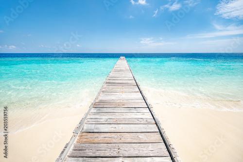 Urlaub auf einer einsamen Insel in den Tropen - 203559756