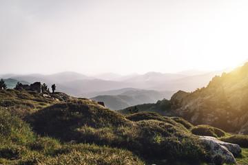 Fotograf fotografiert die Berge