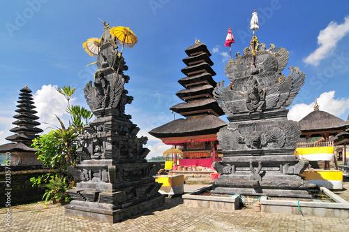 Fotobehang Bali Ulun Danu temple Beratan Lake in Bali Indonesia.