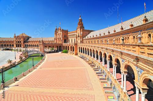 Plaza de Espana (Place d'Espagne), wybudowany w latach 1914-1928 przez architekta Anibal Gonzalez, Sewilla, Andaluzja, Hiszpania.